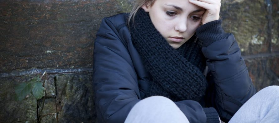 Kako pomoći tinejdžeru koji ima problema sa vršnjacima?