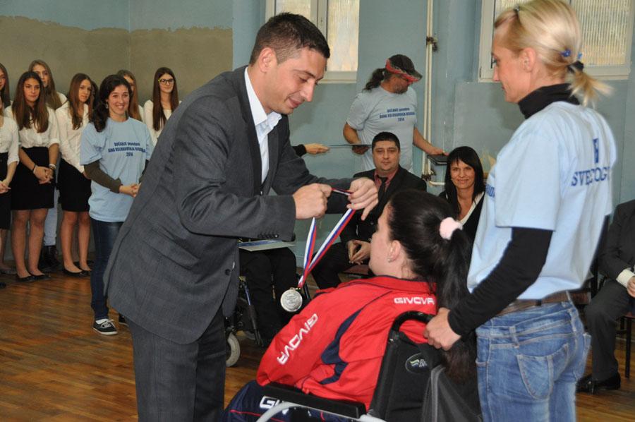 Dodela medalja učesnicima. Foto: Opština Voždovac