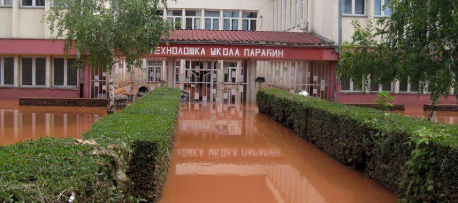 Obnavljanje škola u Paraćinu