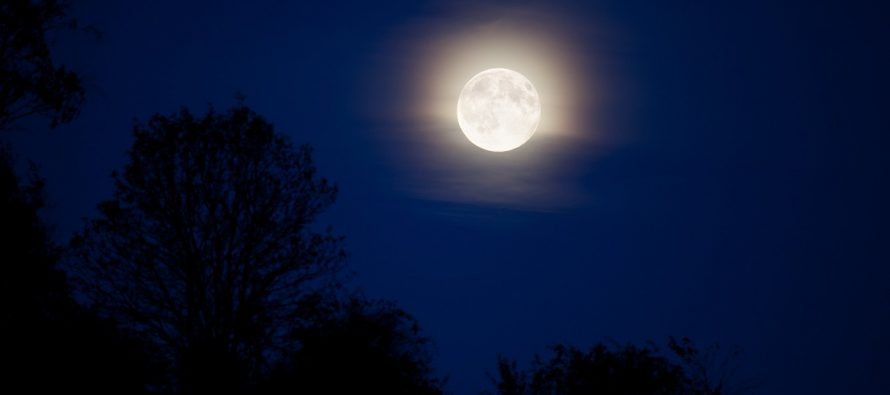 Kako mesec uspeva da sija?