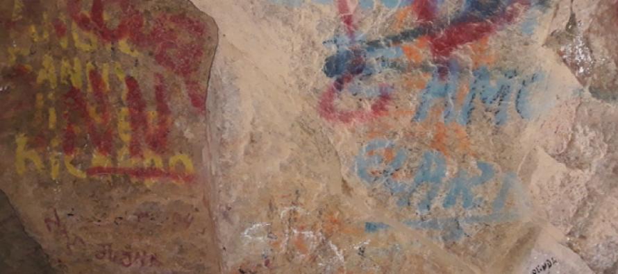 Uništena prastara slika na zidu pećine zbog grafita