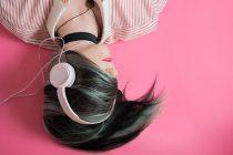 Slušanje muzike na slušalice smanjuje kreativnost